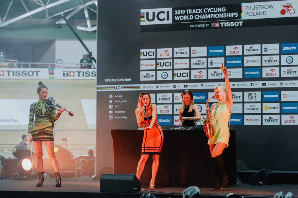 """Koncert zespołu """"Ladies Of Power"""" podczas otwarcia UCI TISSOT Mistrzostw Świata w kolarstwie torowym w Pruszkowie"""